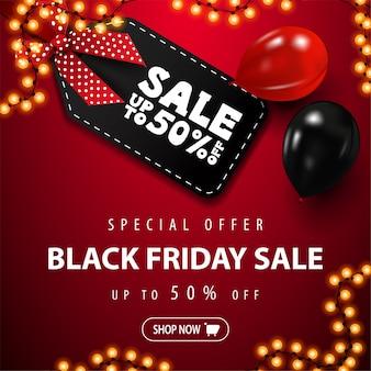 Speciale aanbieding, black friday-uitverkoop, rood vierkant kortingsbanner met groot zwart prijskaartje met aanbieding, rode en zwarte ballonnen, slingerframe en knop, bovenaanzicht.
