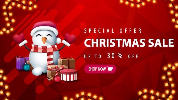 Speciale aanbieding, kerstuitverkoop, tot 30% korting, rode kortingsbanner met slinger, abstracte vorm, veelhoekige textuur en sneeuwpop in kerstmuts met geschenken