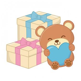 Speelgoedbeer met hart en geschenkdozen