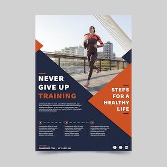 Sport folder sjabloon met foto van lopende vrouw