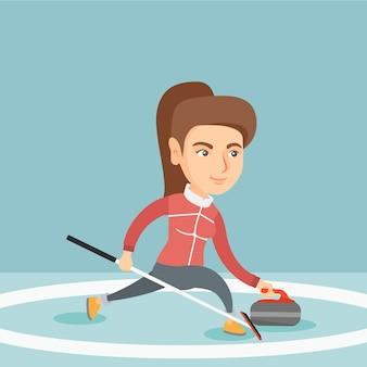 Sportvrouw spelen curling op een ijsbaan.
