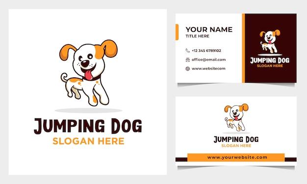 Springende gelukkige hond logo ontwerp met sjabloon voor visitekaartjes