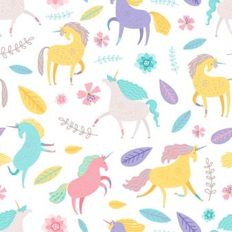 Sprookjesachtige eenhoorn met bloemenelementen naadloos patroon