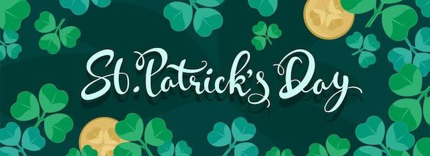 St. patrick's day lettertype op groene koptekst of banner versierd met klaverbladeren en munten.