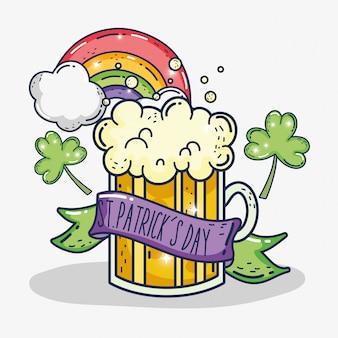 St patrick viering met bierglas en klavers
