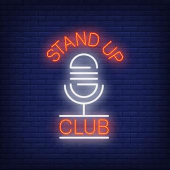 Sta op club-neonreclame. microfoon op bakstenen muurachtergrond.