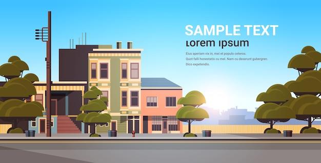 Stad gebouw huizen buitenkant moderne stad straat in zomer seizoen zonsondergang stadsgezicht
