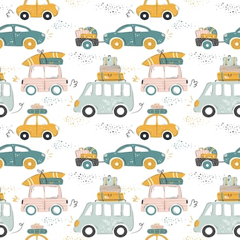 Stadsauto's in grappige cartoonstijl die naar zee rijden met bagage en surfplanken zomervakantie patte