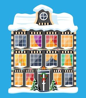 Stadshuis bedekt met sneeuw