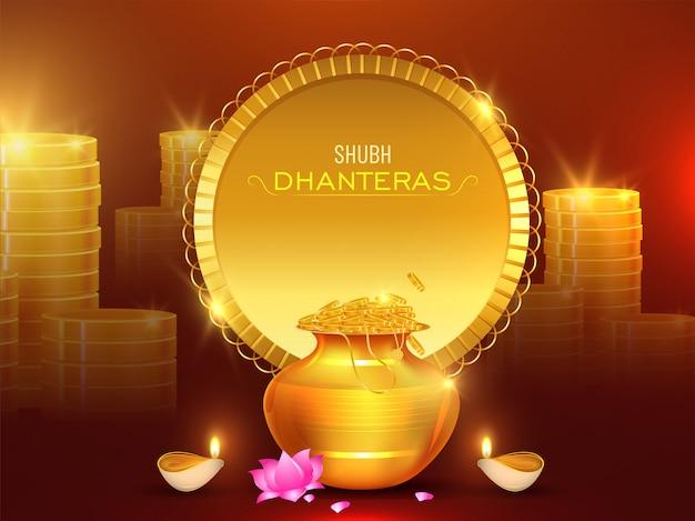 Stapel gouden muntstukken met rijkdompot, lotusbloembloem en verlichte olielamp (diya) voor shubh dhanteras-vieringsconcept.