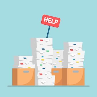 Stapel papier, stapel documenten met karton, kartonnen doos.