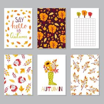 Stel creatieve herfstkaarten in handgetekende texturen en penseelletters