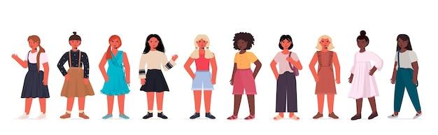 Stel gelukkige mix race kinderen kleine meisjes in casual trendy kleding vrouwelijke stripfiguren collectie geïsoleerd horizontaal