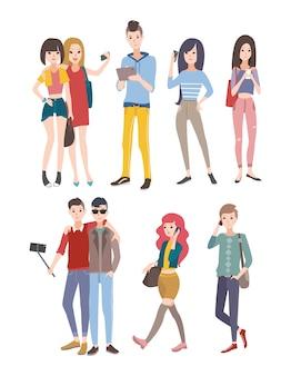 Stel jonge mensen, jongens en meisjes in, die telefonisch en andere gadgets communiceren. kleurrijke platte illustratie.