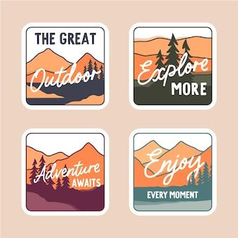 Stel minimale kleurrijke stickers in met bergen vectorillustratie