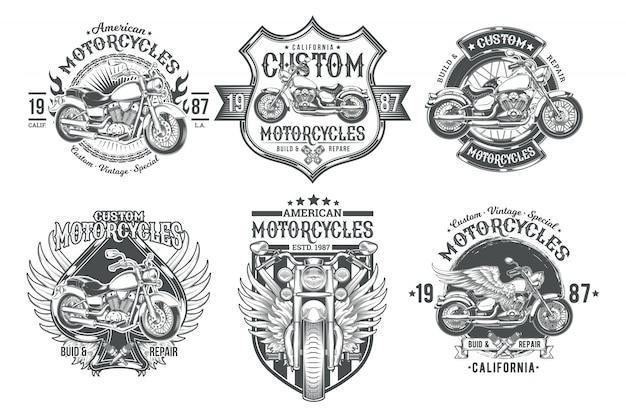 Stel vector zwarte vintage badges, emblemen met een aangepaste motorfiets