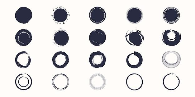 Stel verschillende cirkel penseelstreken in, met de hand getekende verfborstel cirkel logo frame