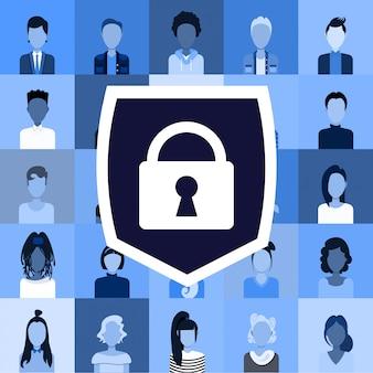 Stel verschillende mannen vrouwen gebruikers avatars en profielen privacy gegevensbescherming toegang concept spullen werknemers bedrijf klanten collectie schild met hangslot