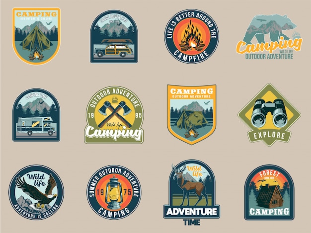 Stel verzameling vintage kleurrijke kampeerreisavontuuremblemen met adelaarstentbergen, riviercamper, wilde beer, kampvuurbijlbos. badges sticker ontwerp amerikaanse hipster reizen illustratie.