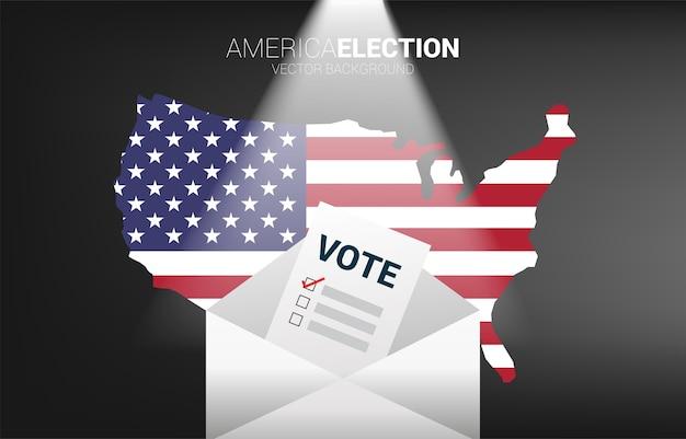 Stempapier in envelop met kaartachtergrond van de vs. concept voor amerika mail op verkiezing stemming thema achtergrond.