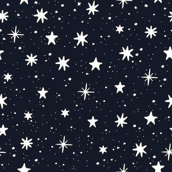 Sterrenhemel hand getekend. witte sterren op blauwe achtergrond. naadloze patroon. vector illustratie.