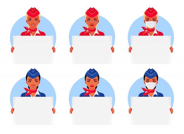 Stewardess met glimlach en medische masker.
