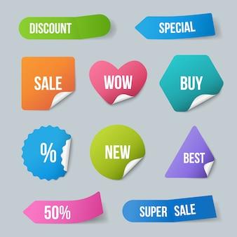 Stickers adverteren. verkoop promolabels voor nieuwe productenbadges van papier met gekrulde hoeken en realistische schaduwsjabloon