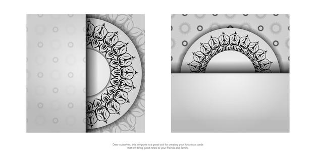 Stijlvol ansichtkaartontwerp in witte kleur met luxe vintage patronen. vectoruitnodigingskaart met grieks ornament.