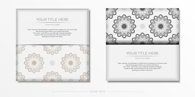 Stijlvol, kant-en-klaar wit ansichtkaartontwerp met luxe vintage ornamenten. uitnodigingskaartsjabloon met griekse patronen.