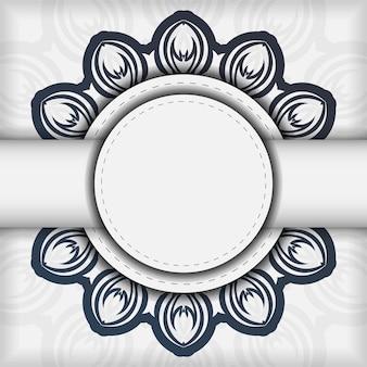 Stijlvol vector design briefkaart wit met donkerblauw vintage ornament. stijlvolle uitnodigingskaart met griekse patronen.