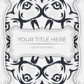 Stijlvol wit ansichtkaartontwerp met vintage ornament. vector uitnodigingskaart met bedauwde patronen.