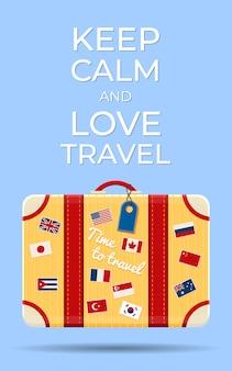 Stijlvolle oranje koffer. tijd om te reizen. reis naar de wereld. vakantie. vakantie.
