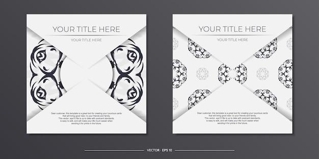 Stijlvolle sjabloon voor ansichtkaarten met printontwerp in witte kleur met vintage patronen. een uitnodiging voorbereiden met een bedauwd ornament.