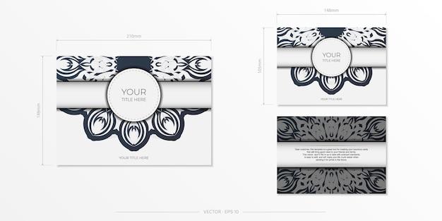 Stijlvolle sjabloon voor postkaarten met printontwerp witte kleur met luxe vintage patronen. een uitnodiging voorbereiden met een grieks ornament.