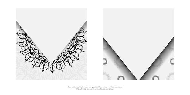 Stijlvolle sjabloon voor postkaarten met printontwerp witte kleur met luxe vintage patronen. vector voorbereiding van uitnodigingskaart met grieks ornament.