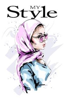 Stijlvolle vrouw in hoofddoek