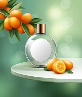 Stilleven met parfumflesje en sinaasappels op tafel