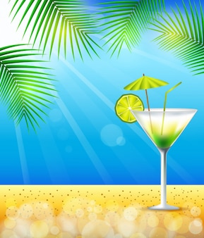 Strand en tropische zee met cocktail