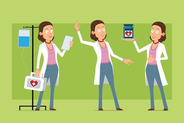 Stripfiguur plat grappige dokter vrouw in wit uniform. meisje lezing nota, bedrijf, medische pot en ehbo-kit. klaar voor animatie. geïsoleerd op groene achtergrond. set.