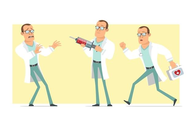 Stripfiguur plat grappige sterke dokter man in wit uniform en glazen. jongen loopt en houdt medische spuit. klaar voor animatie. geïsoleerd op gele achtergrond. set.