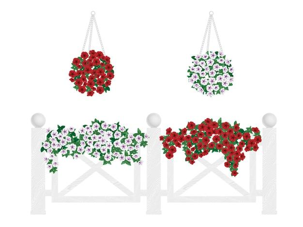 Struiken en bloemen in potten en opknoping op het hek.