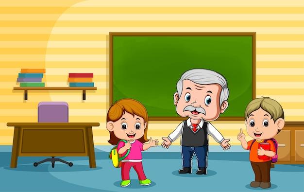 Student praat met hun leraar na de les