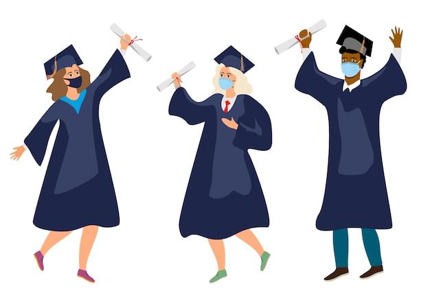 Studenten in medisch masker. afgestudeerden met beschermende medische maskers vieren hun afstuderen in 2020 tijdens de coronaviruspandemie. jongens en meisjes die lol hebben, springen en gooien met baret en diploma's.