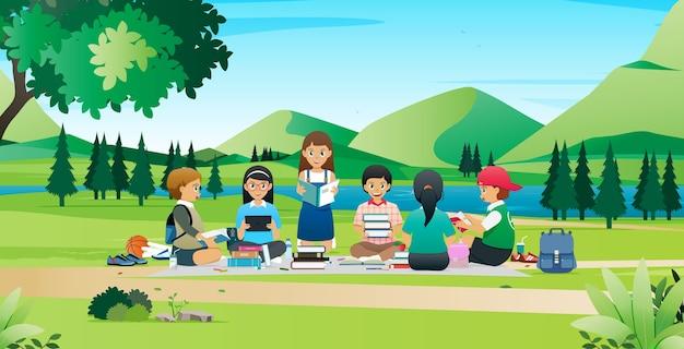Studenten ontmoeten elkaar en werken samen aan onderzoeksrapporten in het park.