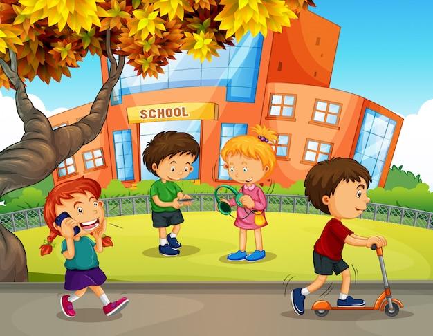 Studenten spelen op het schoolplein