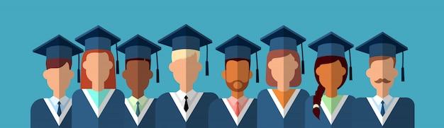 Studentengroep graduation gown cap