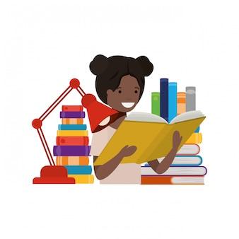 Studentenmeisje met lezingsboek in de handen