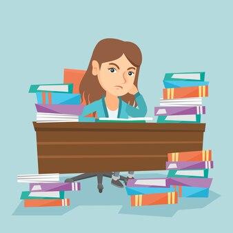 Studentenzitting aan de lijst met stapels boeken.