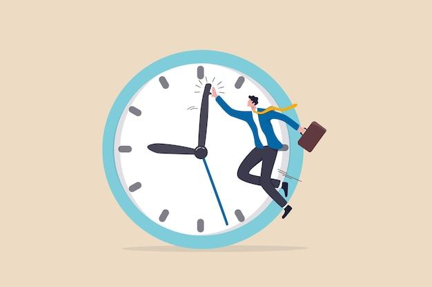 Succestijdbeheer, werk en afspraak op tijd afmaken of efficiënt werken met een concept met hoge productiviteit, slimme zakenman viert zijn werk met hallo vijf met minutenwijzer op de timerklok.
