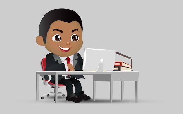 Succesvol zakenmensenkarakter dat aan een laptop computer op kantoor werkt